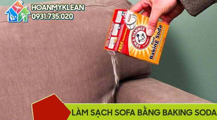 Làm sạch sofa vải nỉ bằng baking soda